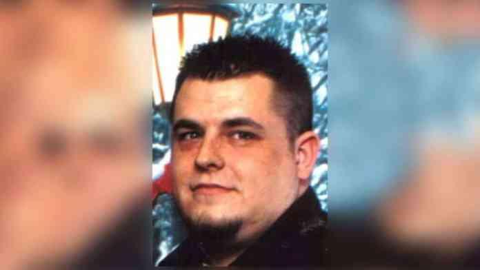Kentucky Uber driver Michael Wallace pulls a gun on Indiana couple.