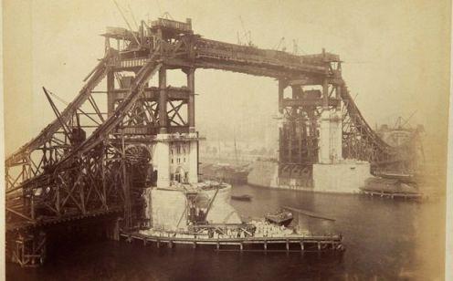 Πώς κατασκευάστηκε η Tower Bridge