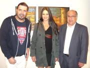 H αριστούχος της ΑΣΚΤ Κατερίνα Τσίτσελα ανάμεσα στον επιμελητή Μιχαήλ Ρωμανό και τον δήμαρχο Ζωγράρου Κώστα Καλλίρη