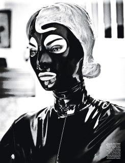Το φουτουριστικό «γυμνό» της Linda Evangelista