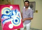 Ο εικαστικός καλλιτέχνης Μιχαήλ Ρωμανός, δίπλα στο έργο του, στο Μουσείο του Καλλιμάρμαρου Σταδίου (2)