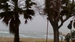 Κατελειός: Aέρας, βροχή και κύμα