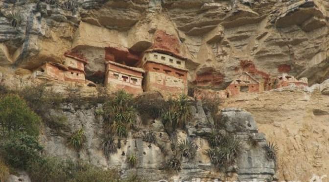 チャチャポヤスの空中墳墓レバッシュ