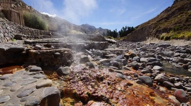 アンデスの渓流露天温泉