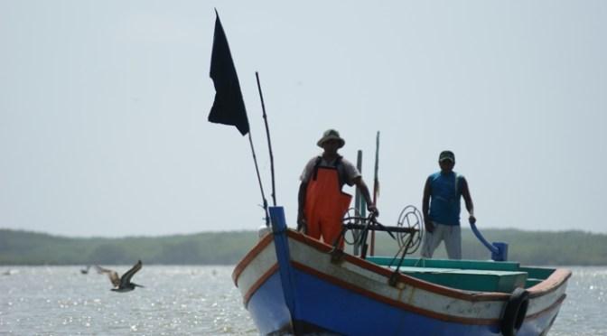 トゥンベス沿岸で海賊 漁船15隻が被害