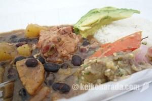 ドミニカ共和国の代表料理「habichuelas guisadas」