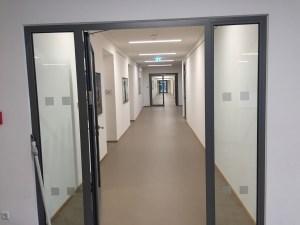 823 - Sicherheitsmarkierungen an einem Gymnasium im Sauerland