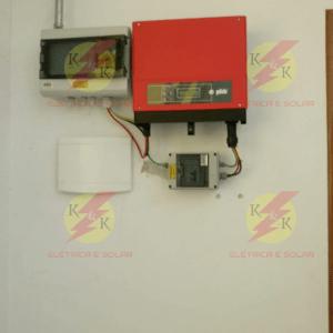 Instalação pronta do inversor e da caixa de proteção