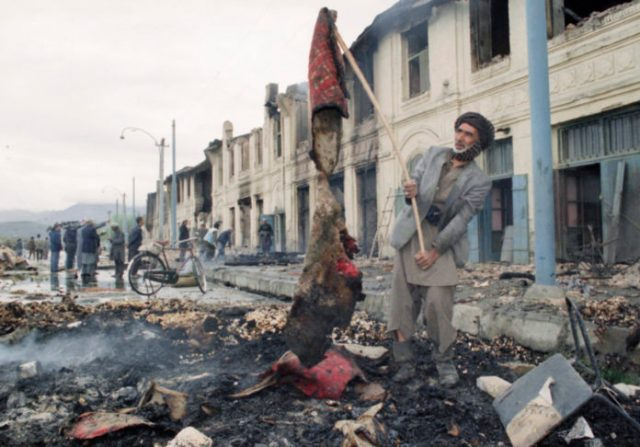 Kabil, adaletsiz dünyanın kirli çamaşırlarını suratına fırlatıyor âdetâ... Kabil ve Kardeşleri - Ahmed Necip YILDIRIM