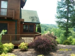 Cabin in Ringgold, GA Right view