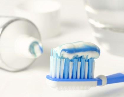 Pourquoi je n'utilise plus de Dentifrice Conventionnel