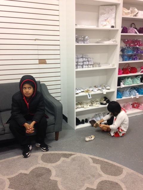 daryl-and-amelia-shoe-shoping