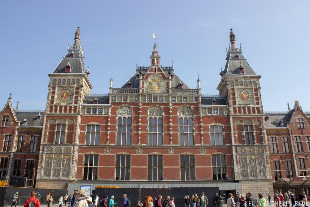 Walking tour with dogs in Amsterdam.