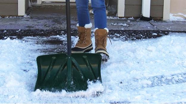 sioux-falls-shovel-sidewalk-snow_285033540621