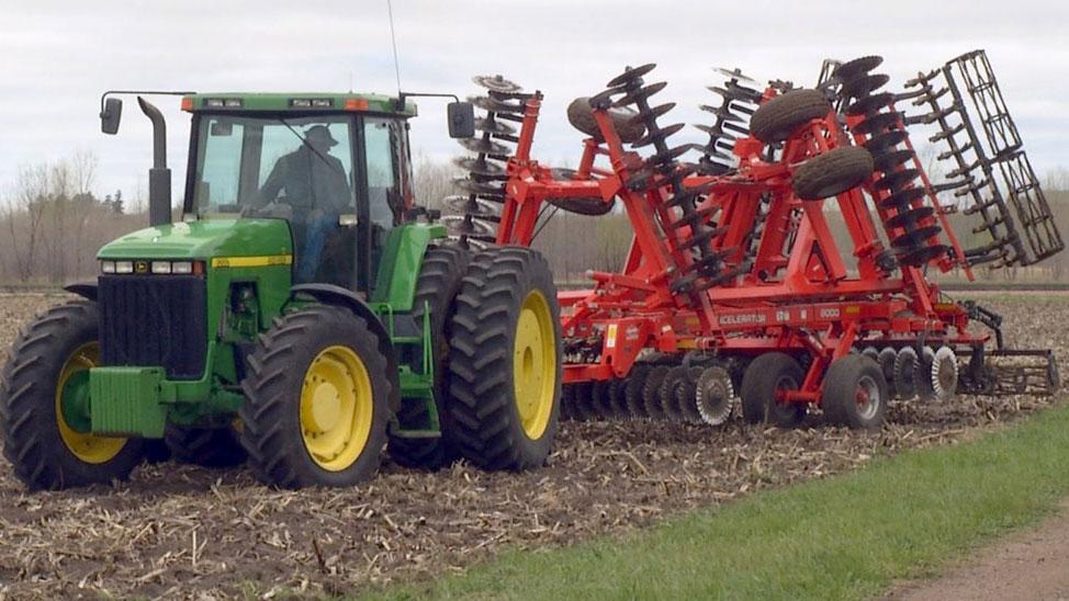 KELO farm equipment1