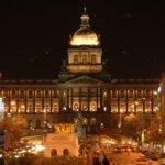 Kota Praha di malam hari
