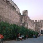 Di dalam benteng tua, Yunani