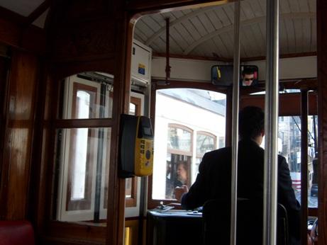 Naik Tram Legendaris Nomor 28 di Lisbon