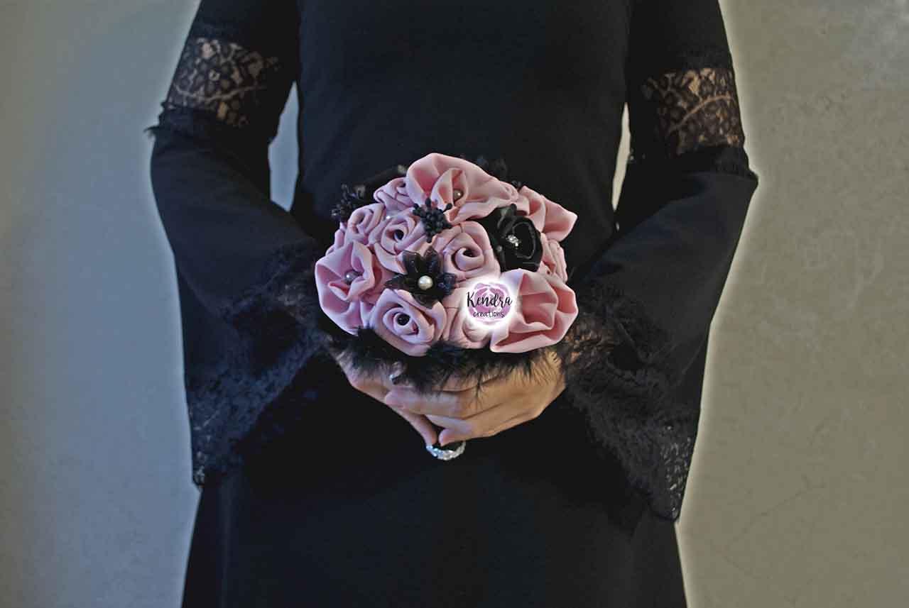Bouquet stoffa piume rosa e nero