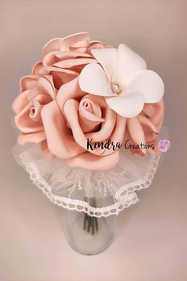 Bouquet-Comunione-boccioli-rosa-frangipane