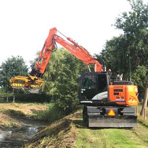 Loonbedrijf Kennes waterloop schoonmaken