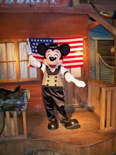 Mickey in his cowboy outfit. Mickey does a 30 minute meet'n'greet before he stars in the Buffalo Bill's Wild West Show at Disney Village. This meet'n'greet is only avaible for guests attending the Buffalo Bill's Wild West Show.