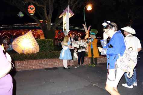 Okay, so the Cast Members didn't have a CLUE where Alice and Hatter would be or when they would meet.  I had to circle back and forth several times to find them.  They don't meet during the parades.