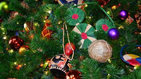 Animal Kingdom Lodge Kidani Christmas Characters and Christmas Decor (22)