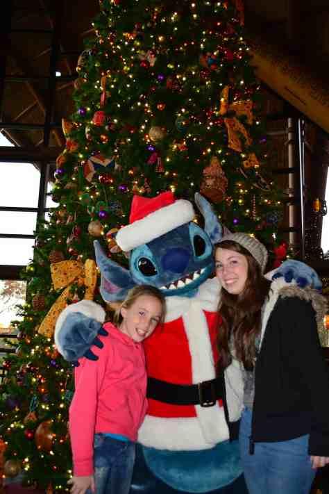 Santa Stitch Animal Kingdom Lodge Kidani Christmas Characters and Christmas Decor (26)