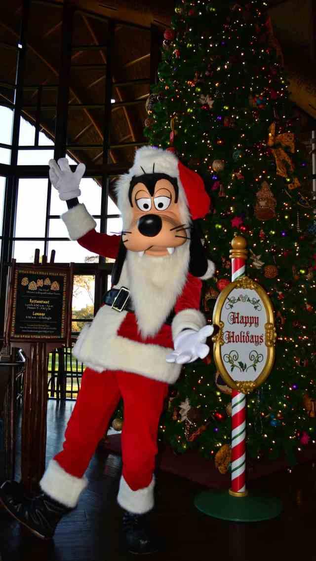 Santa Goofy Animal Kingdom Lodge Kidani Christmas Characters and Christmas Decor (5)
