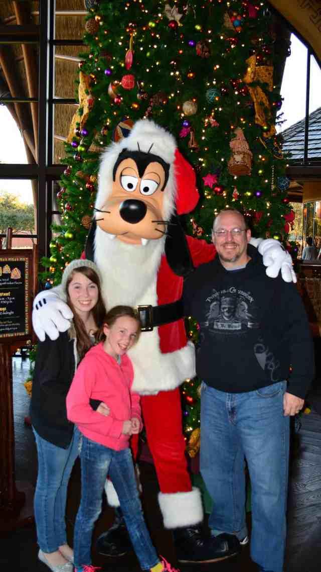 Santa Goofy Animal Kingdom Lodge Kidani Christmas Characters and Christmas Decor (8)