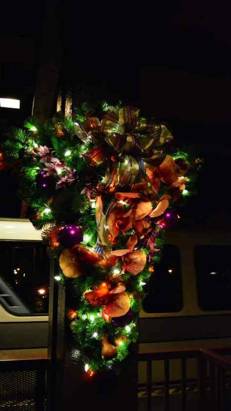 Polynesian Resort Christmas Characters and Christmas Decor (34)