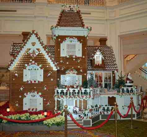 Walt Disney World Grand Floridian Christmas decor Christmas Characters Mickey and Minnie (14)