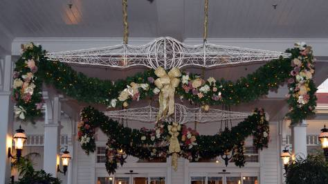 Walt Disney World Grand Floridian Christmas decor Christmas Characters Mickey and Minnie (4)