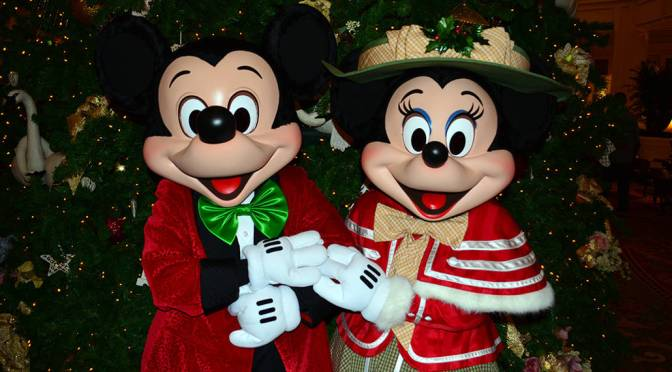 Grand floridian resort christmas characters mickey and for Decoration noel mickey