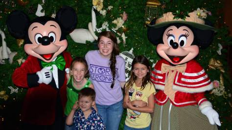 Walt-Disney-World-Grand-Floridian-Christmas-decor-Christmas-Characters-Mickey-and-Minnie-(45)