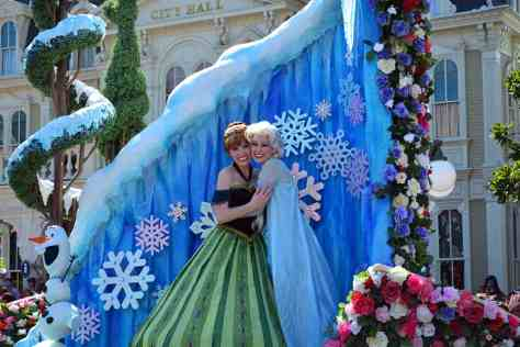 Walt Disney World, Magic Kingdom, Festival of Fantasy Parade, Anna and Elsa