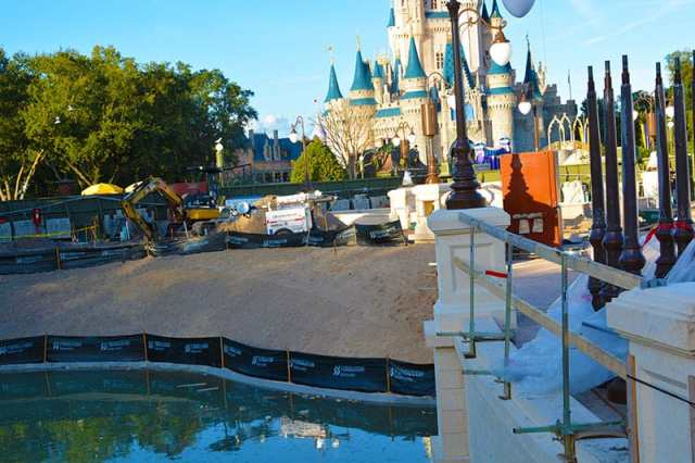 Magic Kingdom hub construction 2015 (10)