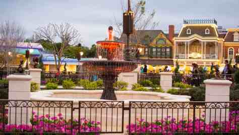 Plaza Gardens in Castle Hub at Magic Kingdom in Walt Disney World l kennythepirate.com