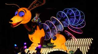Paint the Night Parade at Disneyland Resort (11)