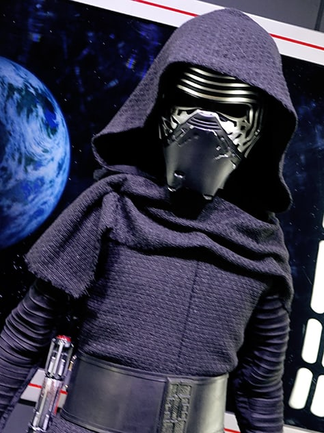 Star Wars Launch Bay Kylo Ren meet and greet 4