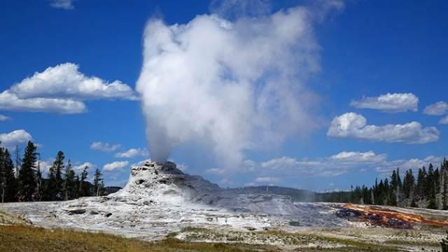 Yellowstone Day 3 Castle Geyser