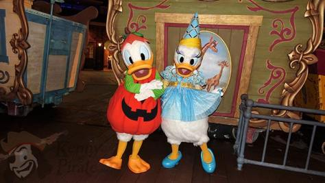 donald-duck-and-daisy-duck-at-mickeys-not-so-scary-halloween-party