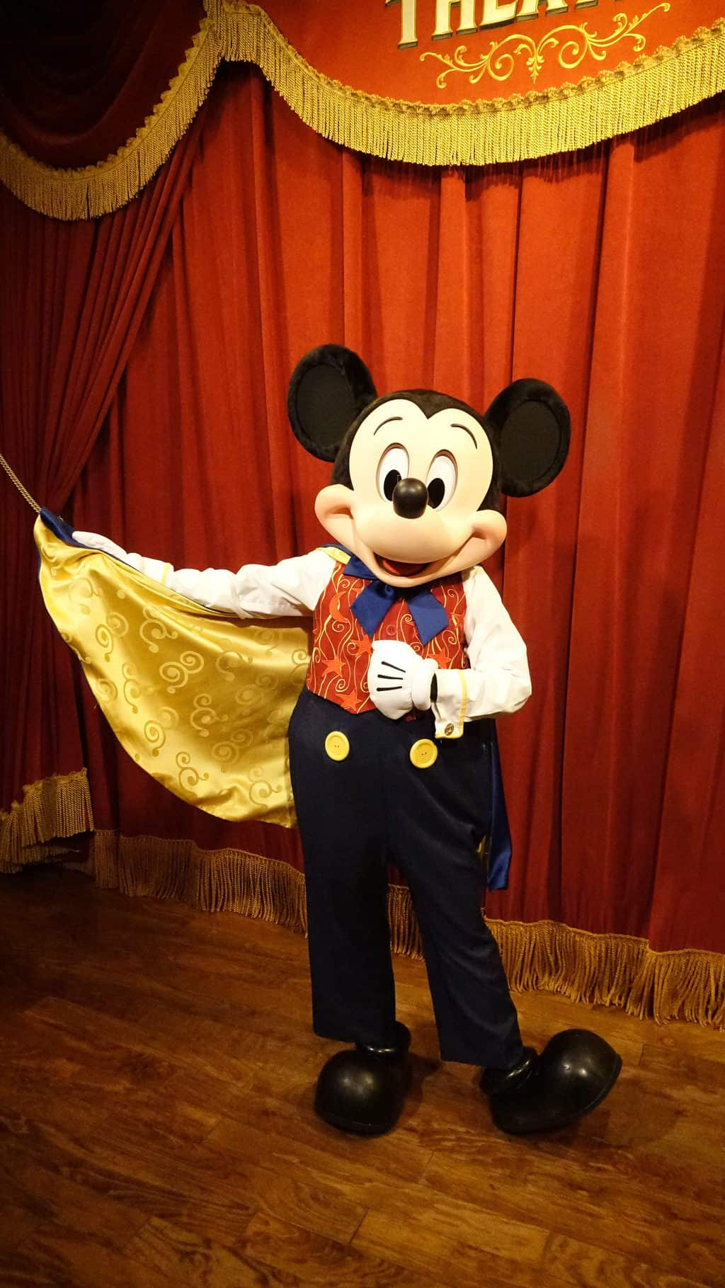Mickey mouse updated his look at the magic kingdom kennythepirate mickey mouse updates his look at magic kingdom 2 m4hsunfo