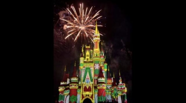 "Live-stream: ""Minnie's Wonderful Christmastime Fireworks"""