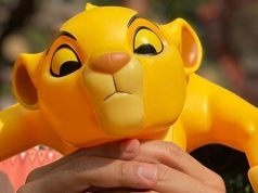 Dear-Disney-World-Please-Give-us-this-Simba-Popcorn-Bucket