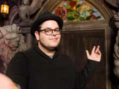 Josh Gad Reads Books on Twitter Amidst Coronavirus Pandemic