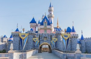 Disneyland Announces Reopening Date!