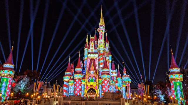 Disney World donates $20,000 in wishing well coins this Thanksgiving