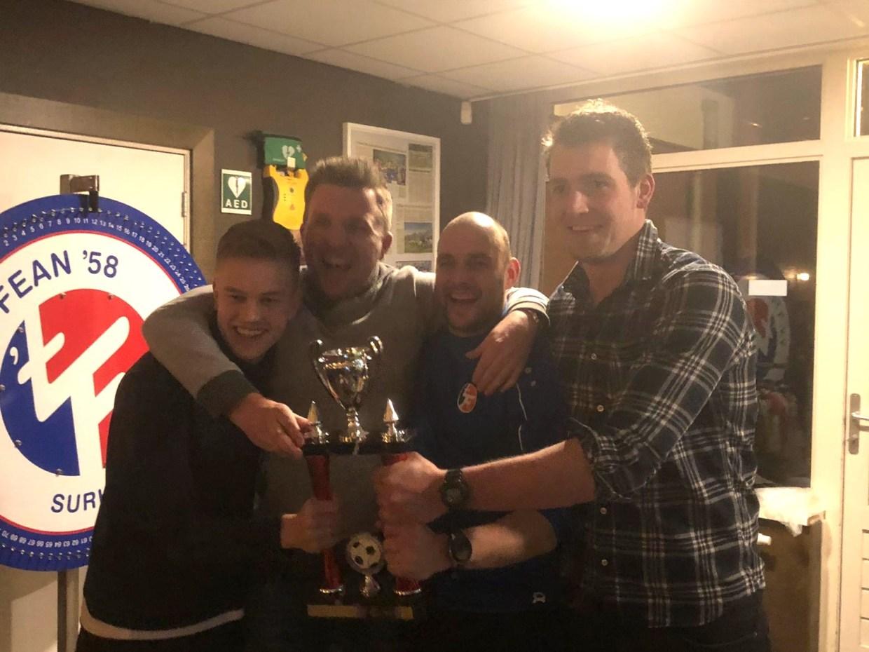 Team Stoker wint voetbalquiz